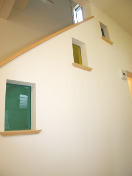 福岡市 新築住宅 階段部にカラーガラス