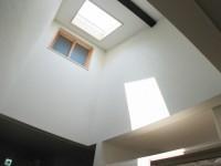 福岡市 介護施設 廊下には天窓から光が差し込む