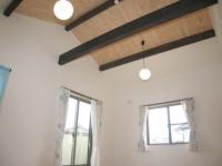 福岡市 新築住宅 洋室屋根勾配を活かした天井