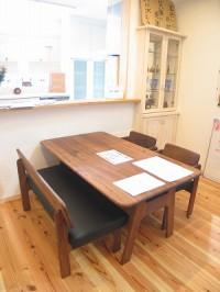FFC免疫家具のダイニングテーブル