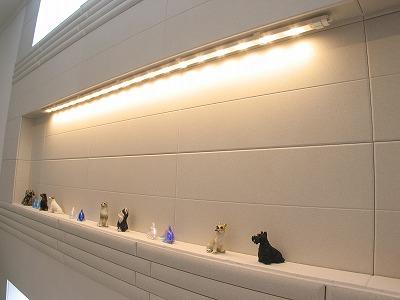 LED照明を埋め込んだキッチン背面飾り