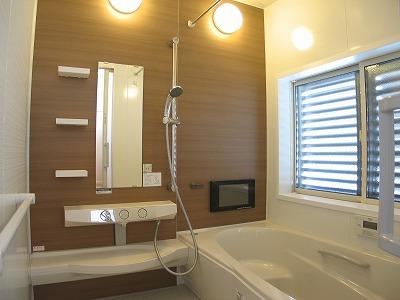 浴室TVのあるバスルーム