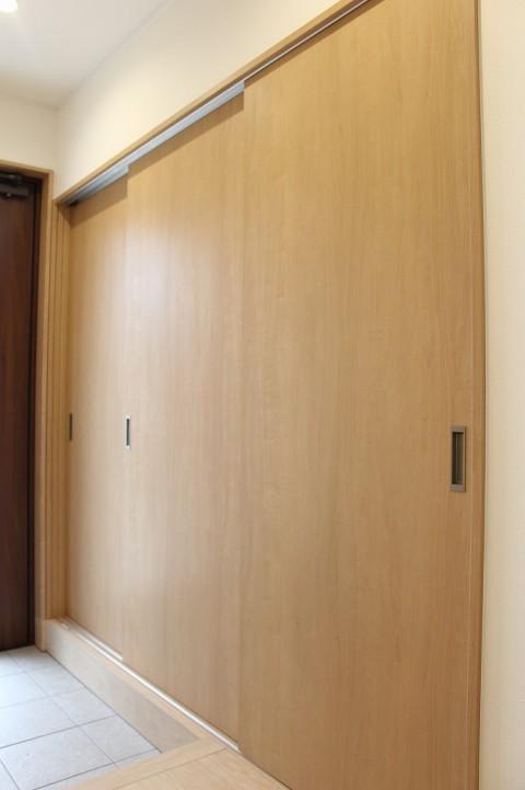 玄関収納3