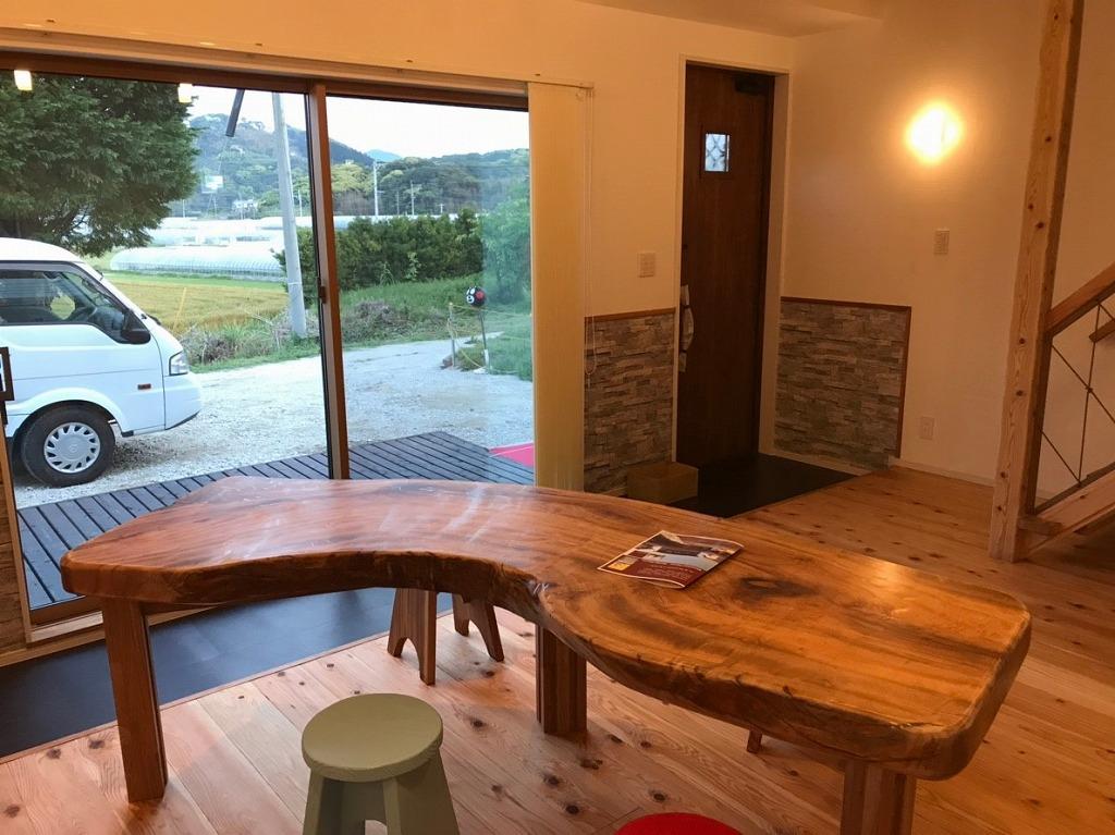クスの木テーブル